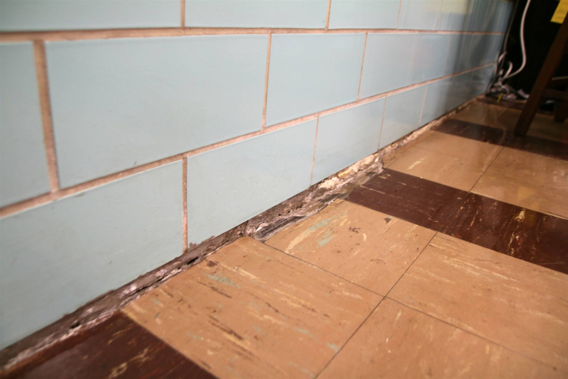 FHS wall/floor separation